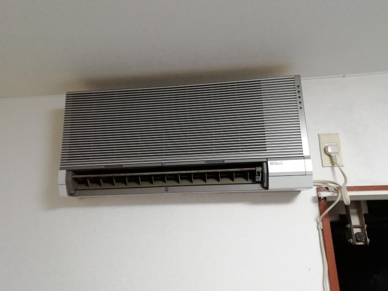 室外機壁面吊りのエアコン交換工事【京都市北区】