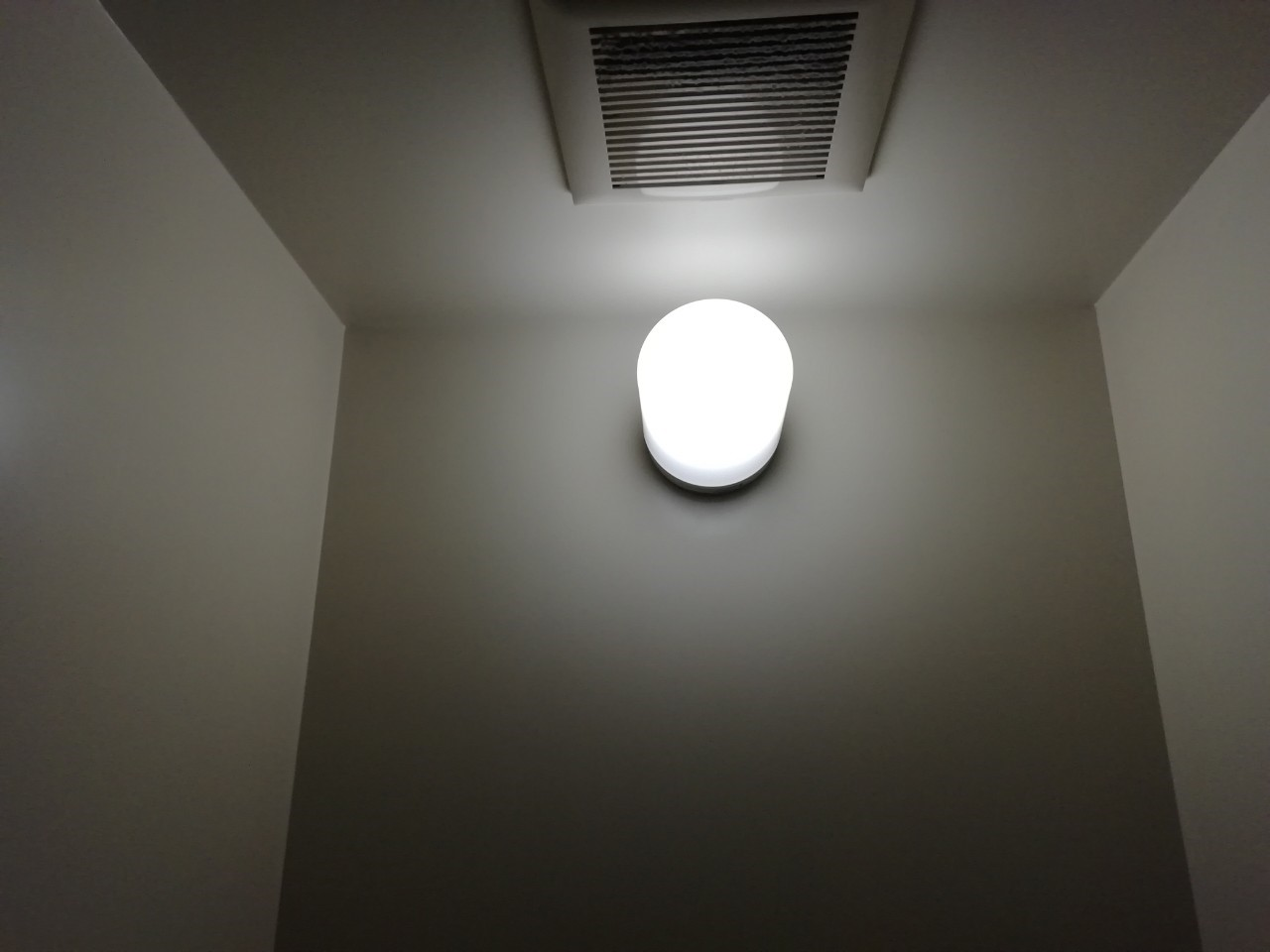 トイレの照明交換工事【京都市北区】