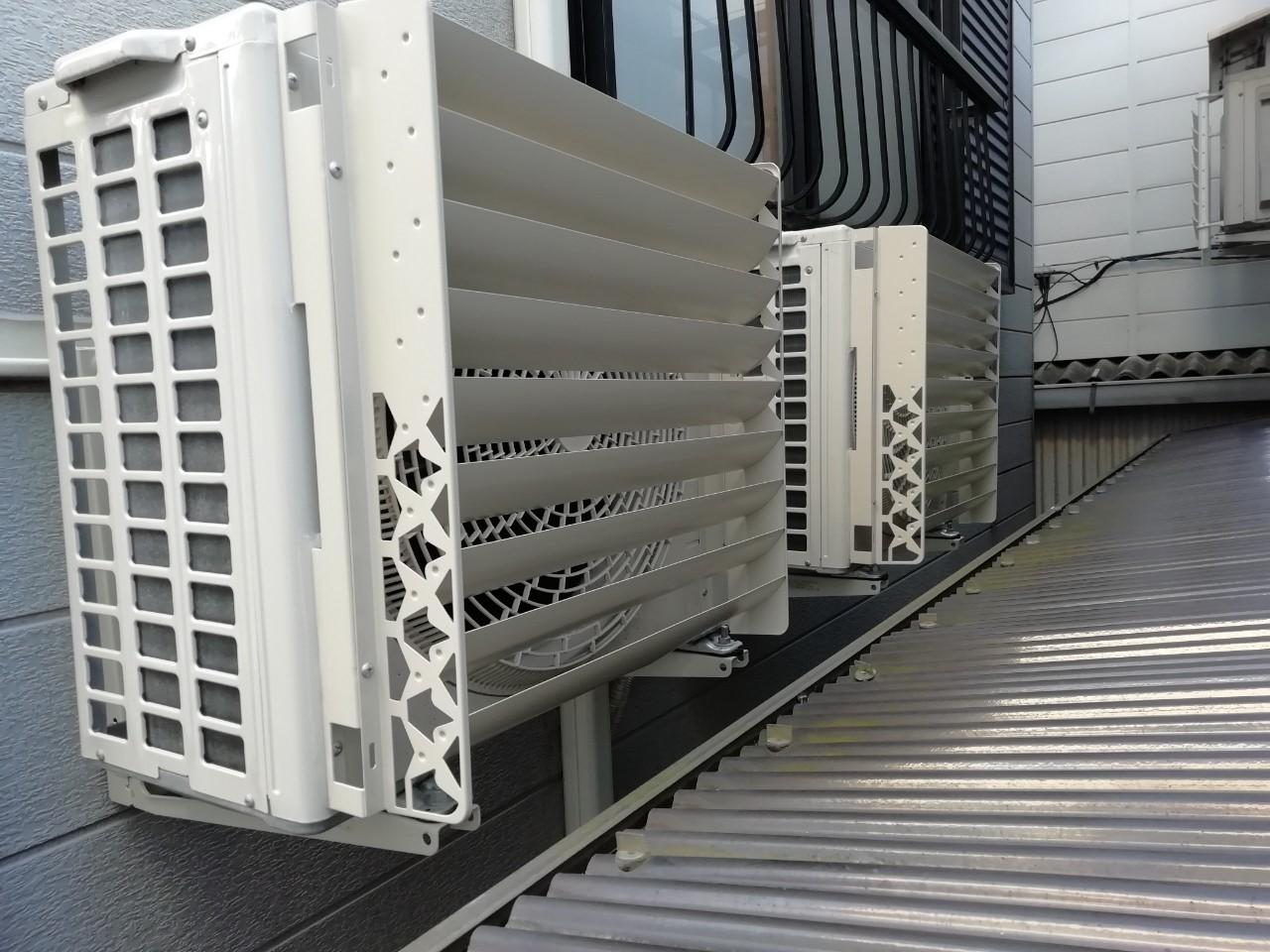 エアコン室外機の風向ルーバー取付【京都市中京区】