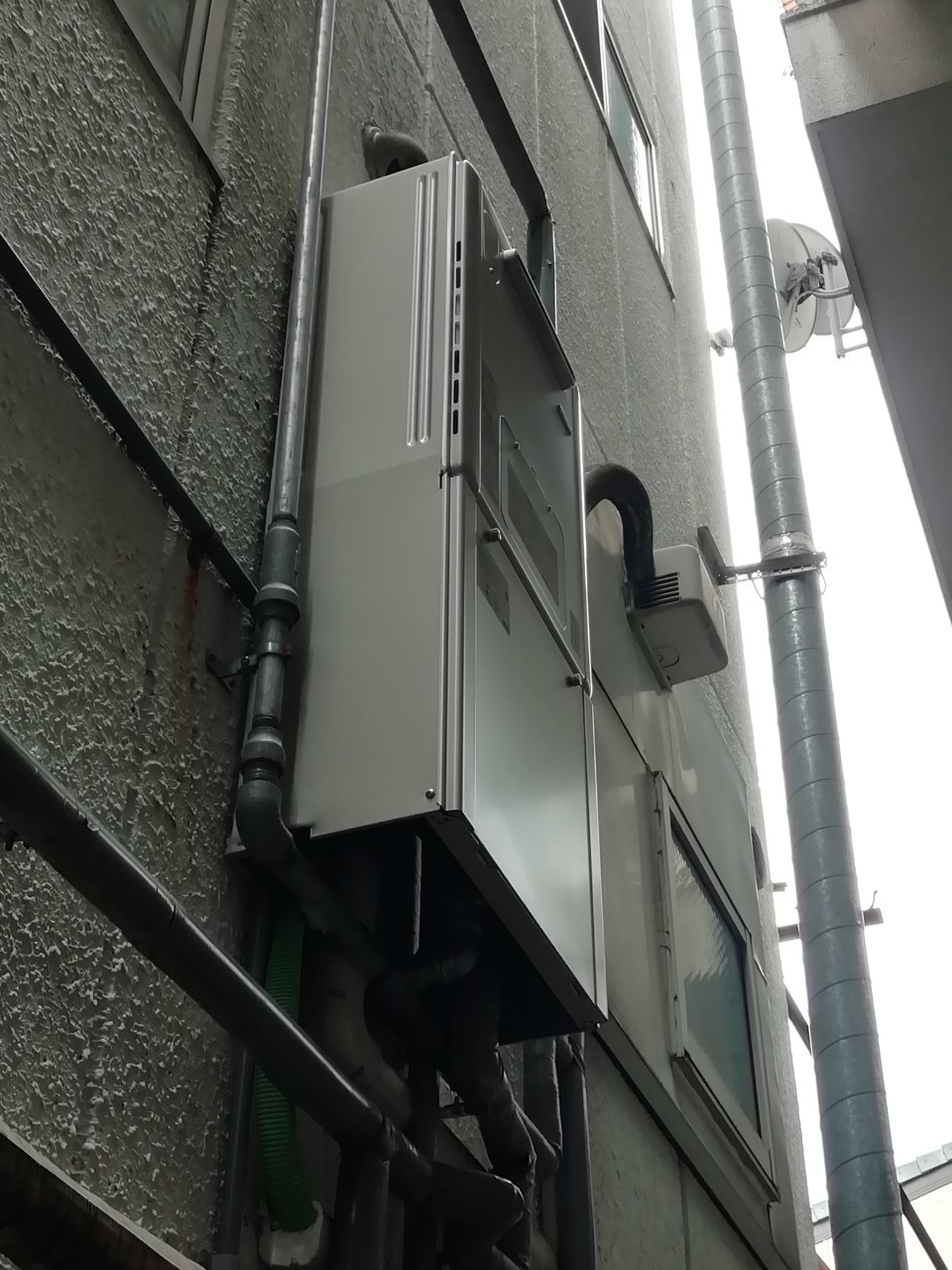 ガス給湯熱源機 エコジョーズの取替工事 RVD-E2005SAW2-1(A) 京都市中京区